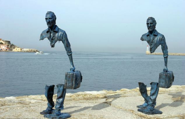 Invisible men statues in Marseille