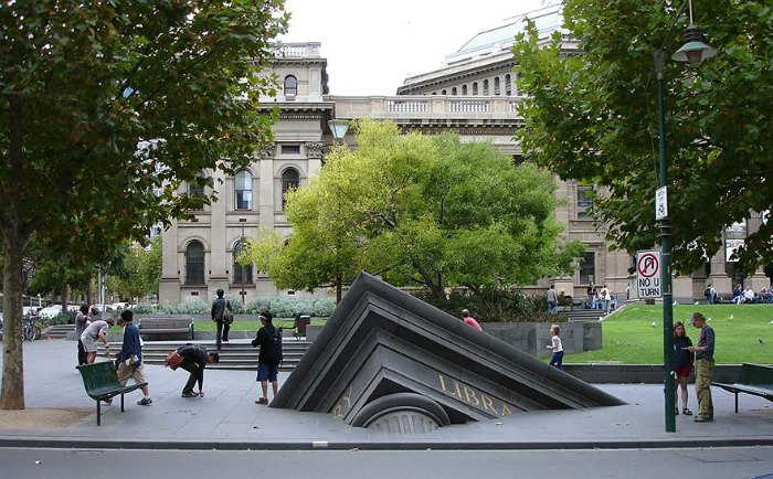 Sinking building - Melbourne