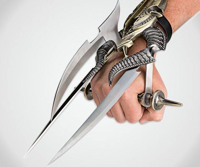 alien slayer futuristic spiked tri-blade hand claw