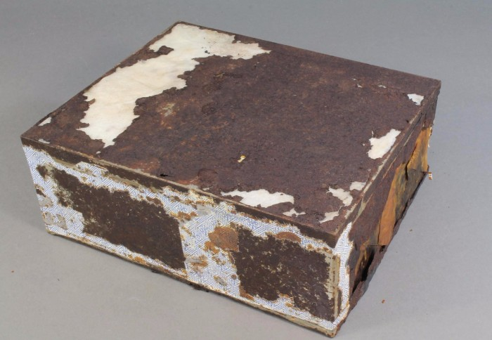 106-year-old fruitcake found antarctica box
