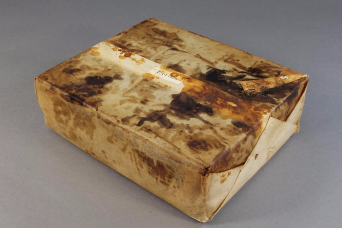 106-year-old fruitcake found antarctica