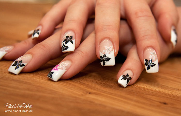 Black White Detail Flower Nail Art
