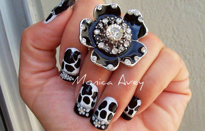 black white flower nail art