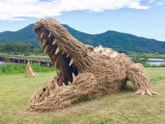 crocodile sculptures of rice straw