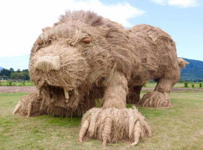 lion sculptures of rice straw